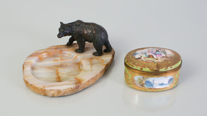 BRONZE MODEL OF A BEAR MOUNTED ON AN ONYX TRAY, AND A SÈVRES STYLE BOX WITH HINGED COVER