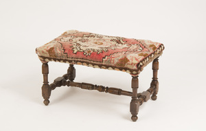 BAROQUE STYLE WALNUT BENCH