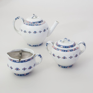 Wedgwood Transfer Printed Porcelain Three Piece Tea Service in the 'Vieux Rouen' Pattern