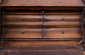 Louis XV Style Provincial Walnut Bureau en Pente