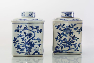 PAIR OF LARGE CHINESE BLUE AND WHITE PORCELAIN TEA CADDIES AND COVERS
