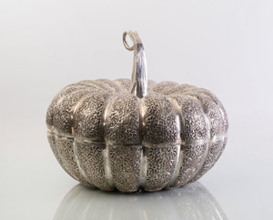 LARGE THAI ENGRAVED SILVERED METAL PUMPKIN FORM BOX AND COVER