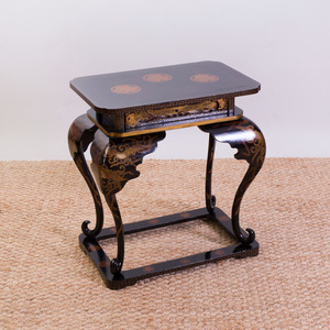 JAPANESE BLACK LACQUER AND PARCEL-GILT END TABLE, MODERN