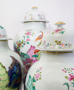 Group of Mottahedeh Porcelain Articles in the 'Tobacco Leaf' Pattern