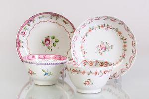 Pair of Chinese Export Miniature Teacups and Saucers in the 'Mandarin' Pattern
