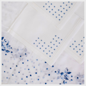 Martinuzzi Linen Tablecloth and Set of Twenty-Four Napkins Embroidered with Polka Dots