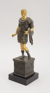 ITALIAN GRAND TOUR PATINATED AND PARCEL-GILT BRONZE FIGURE OF CAESAR, AFTER THE ANTIQUE