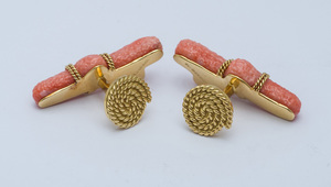PAIR OF MISH NEW YORK 18K YELLOW GOLD AND FREEFORM CORAL BRANCH CUFFLINKS