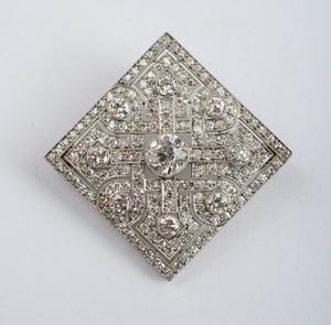 ART DECO PLATINUM AND DIAMOND BROOCH