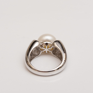 14k White Gold and Pearl Ring