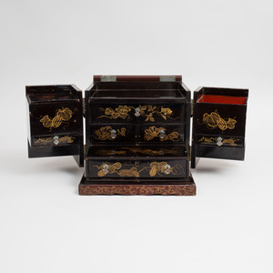 Japanese Gilt-Metal-Mounted Brown Lacquer Makeup Box