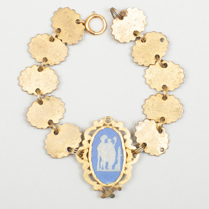 Wedgwood Blue and White Jasperware Oval Doublet Mounted in Gilt-Metal Bracelet