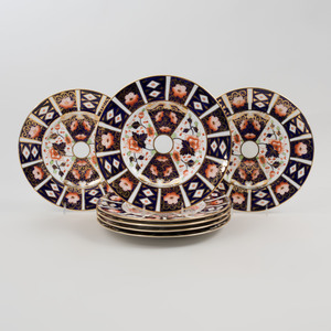 Set of Eleven Royal Crown Derby Transfer Printed and Gilt Decorated Porcelain Lunch Plates in the 'Traditional Imari' Pattern