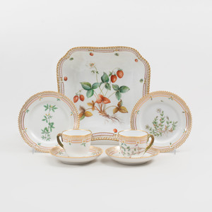 Royal Copenhagen Porcelain Part Service in the 'Flora Danica' Pattern