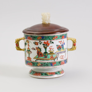 Chinese Famille Verte Porcelain Cup with Hardwood Cover and Jade Finial
