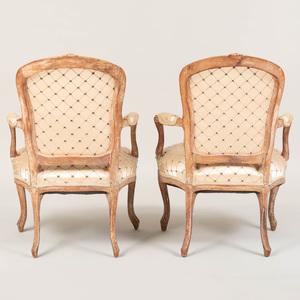 Louis XV Limed Beechwood Fauteuils en Cabriolet