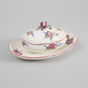 Mennecy Porcelain Sauce Tureen on Fixed Stand and Cover