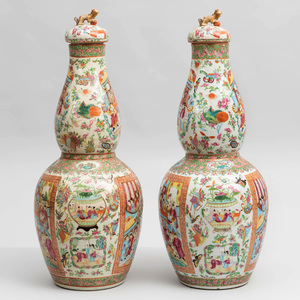 Pair of Canton Rose Medallion Porcelain Double Gourd Vases and Two Covers
