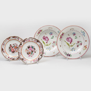 Pair of Chinese Export Porcelain Side Plates and a Pair of Chinese Export Porcelain Soup Plates
