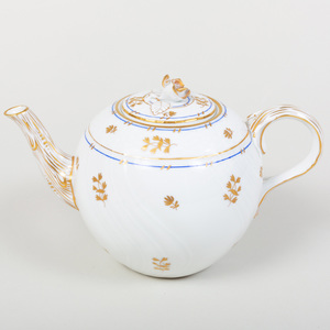 Herend Porcelain Part Dinner Service, in the 'Coronation' Pattern