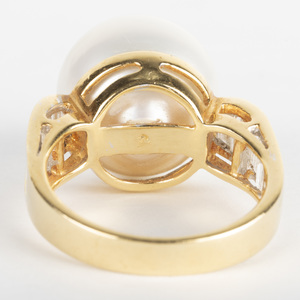 18k Gold South Sea Pearl and Diamond Ring