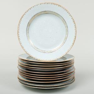 Set of Twelve Chinese Export Sopra-Bianco-Sopra and Gilt-Decorated Porcelain Plates