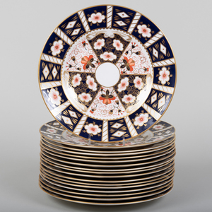 Royal Crown Derby Porcelain Part Dinner Service in the 'Traditional Imari' Pattern