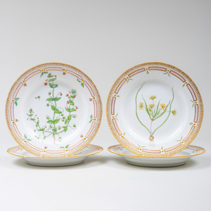 Set of Eighteen Royal Copenhagen Porcelain 'Flora Danica' Dinner Plates